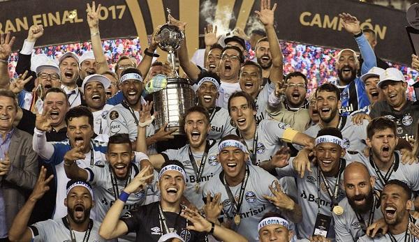 Grêmio bate o Lanús por 2 a 1 e é tricampeão da Libertadores