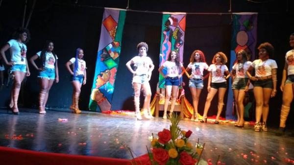 Em Floriano, festa da Beleza Negra lota o Teatro Maria Bonita
