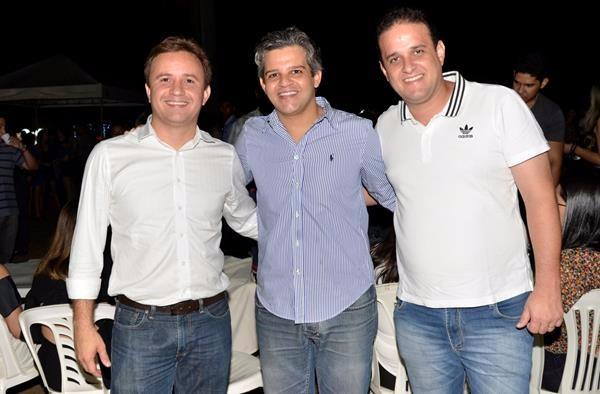 Prefeitos Junior Bill e Diego Teixeira prestigiam festa de aniversário de Miguel Leão