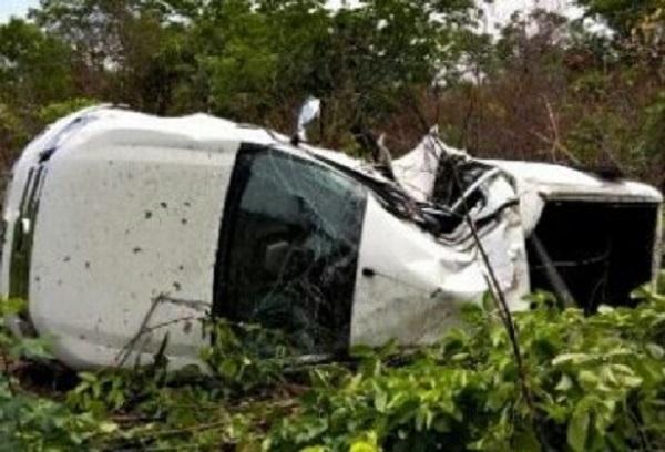 O veículo ficou totalmente destruído (Imagem: Reprodução)