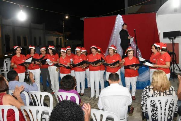Cantata de Natal ilumina e encanta noite florianense