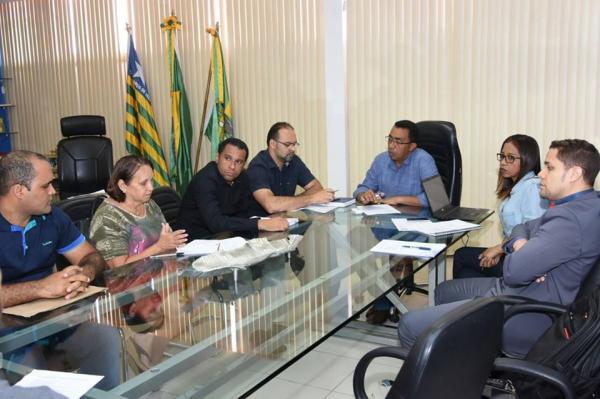 Prefeitura de Floriano se reúne com Associação dos Vigias para ouvir reivindicações da classe