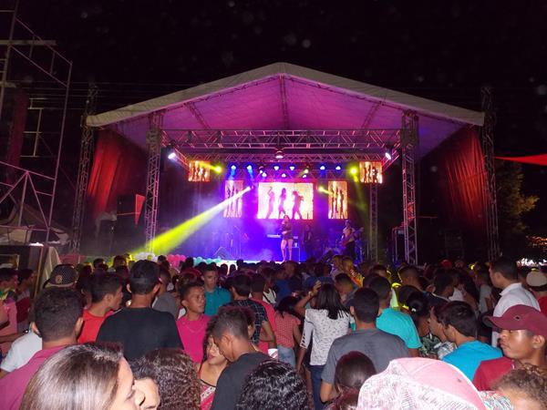 Grande multidão no show de aniversário de 22 de Curralinhos; veja imagens