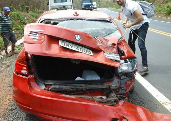 Veículo de luxo capota e deixa feridos na BR 316 próximo a Monsenhor Gil