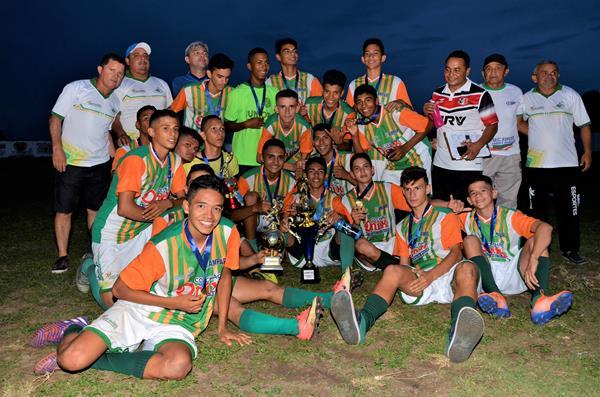 Seleção de Água Branca conquista título intermunicipal de futebol sub-17 após vencer São Pedro por 1 a 0