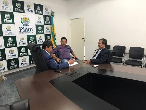 Prefeito de Água Branca se reúne com Wellington Dias e articula obras para o município