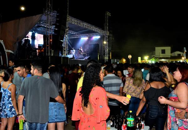 Aniversário de 55 anos de Agricolândia é marcado por grande show em praça pública