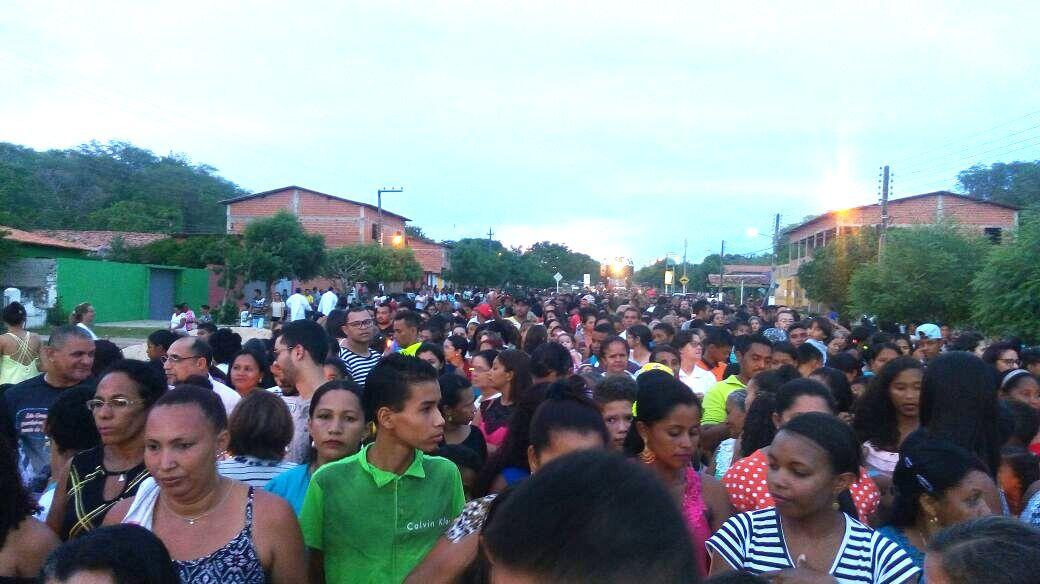 Procissão com cerca de oito mil pessoas marca o encerramento dos festejos de Regeneração