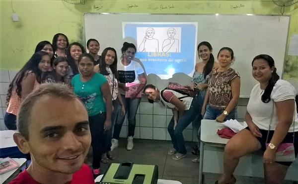 Jovens participam de curso básico de Libras em Angical do Piauí