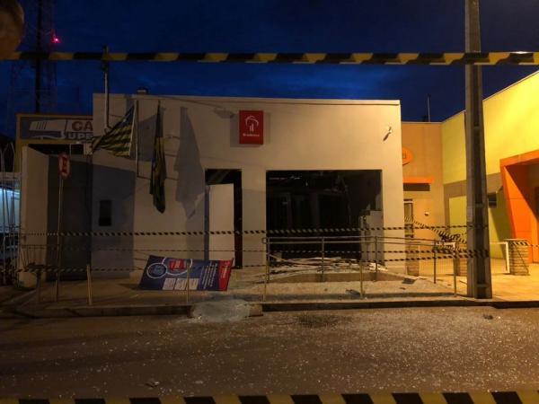 Criminosos explodem agência do Bradesco em Altos
