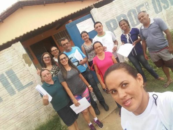 Equipe da educação visita famílias