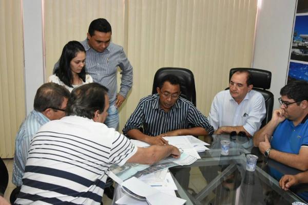 Presidente da CODEVASF Avelino pede autorização a Joel para executar obras na galeria Fauzer Bucar