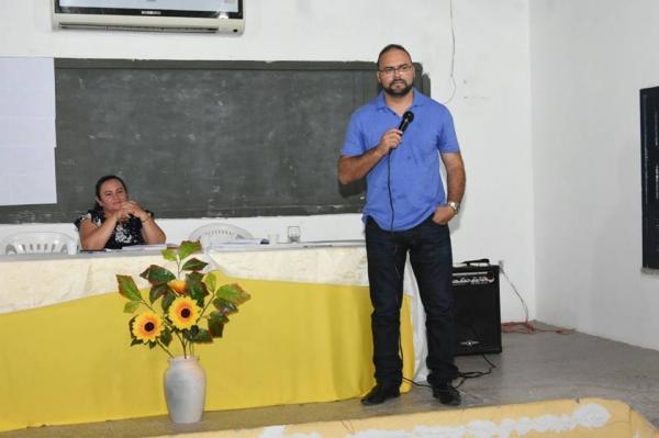 Reunião com diretores das escolas das zonas urbana e rural discute e organiza ano letivo de 2018
