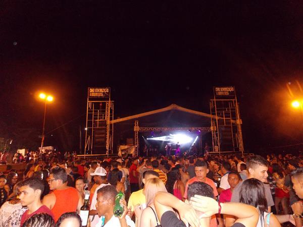 Grande show em praça pública marca encerramento do festejo de Lagoinha do Piauí; veja imagens