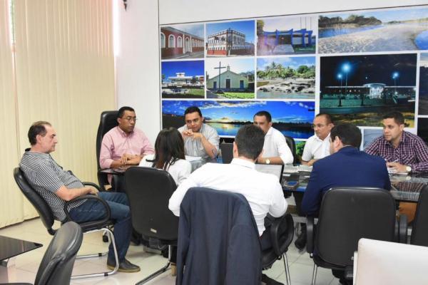 Estudo de impacto financeiro do enquadramento do servidor é apresentando ao prefeito Joel