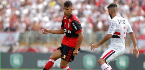 Com gol relâmpago e brilho de goleiro, Flamengo bate SP e leva a Copinha