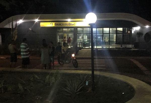 Quadrilha explode Banco do Brasil de Angical do PI após sequestrar motorista de ônibus na BR 343