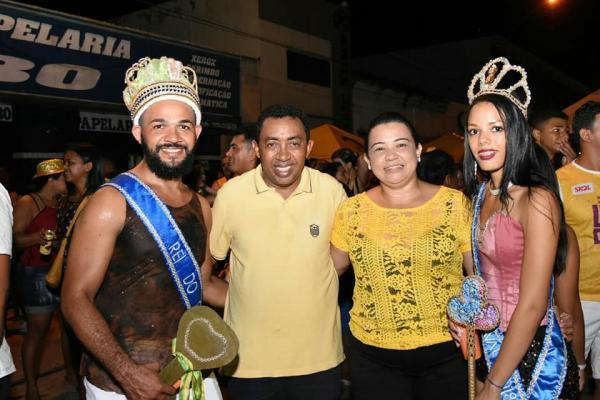 Zé Pereira da Banda Malandra lota avenida da folia em Floriano