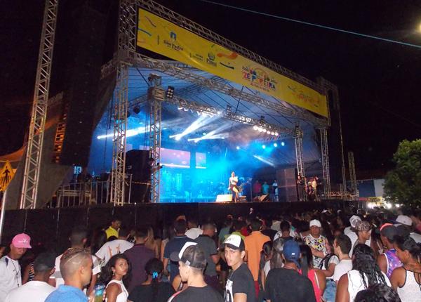 Babado Novo encerra Zé Pereira de São Pedro do Piauí com mega show