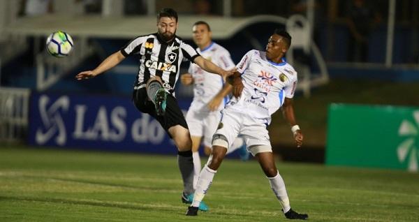 Vexame! Botafogo perde e é eliminado na primeira fase da Copa do Brasil