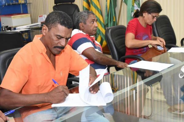 Prefeitura firma convênio de R$ 50.400 mil com Associações de Pequenos Produtores Rurais (APP)