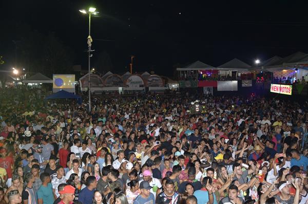 Segunda noite do Carnaval de Água Branca reúne mais de 5 mil pessoas; veja imagens