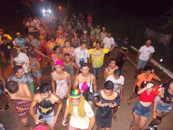 Grande festa de carnaval é realizada em Agricolândia; veja imagens