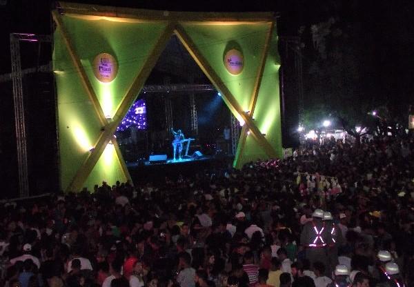 Blog do Fábio Lopes: multidão lota Praça de Eventos na segunda-feira de carnaval em Água Branca