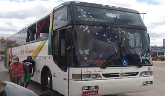 Marcas dos disparos no ônibus. (Imagem: Bom dia Piauí)