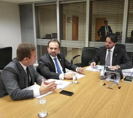 Prefeito Junior Bill solicita recursos em Brasília ao ministro das cidades Alexandre Baldy