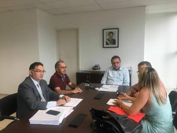 Prefeito de Barro Duro se reúne com secretário estadual de saúde em busca de melhorias para o município