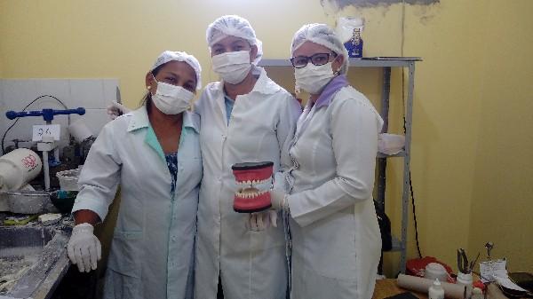 UBS Mãe Peda entrega 28 próteses dentárias gratuitas ao mês em Agricolândia