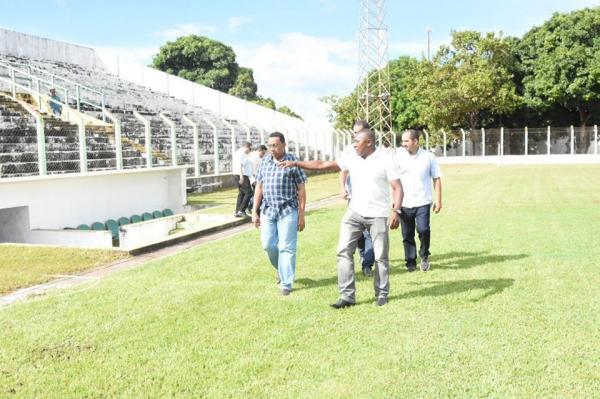 Estádio Tiberão passa por limpeza e serviços para sediar jogos do Campeonato Piauiense Sub 19