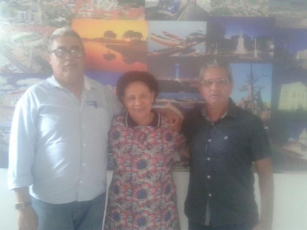 Vereador James Deon se reúne com senadora Regina Sousa e solicita demandas para Água Branca