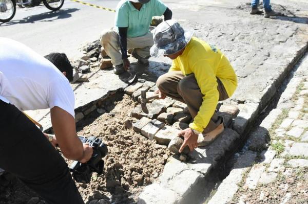 Equipes da Infraestrutura atuam em reparo e limpeza de vias públicas em Floriano
