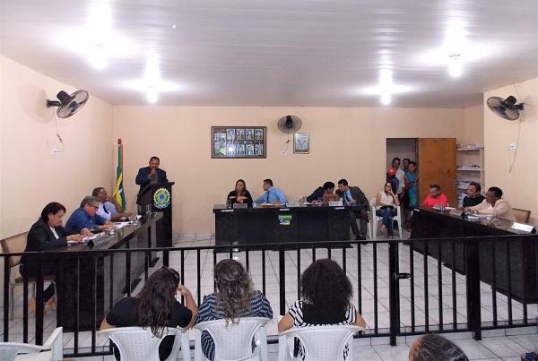Em sessão polêmica, vereadores de Barro Duro reprovam contas já aprovadas do prefeito Deusdete Lopes