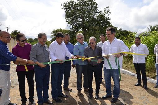 Wellington Dias visita Barro Duro, faz inaugurações e autoriza obras em benefício do município
