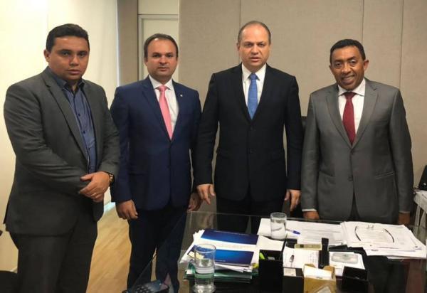 Joel Rodrigues se reúne com ministro da Saúde Ricardo Barros e entrega pauta de reivindicações