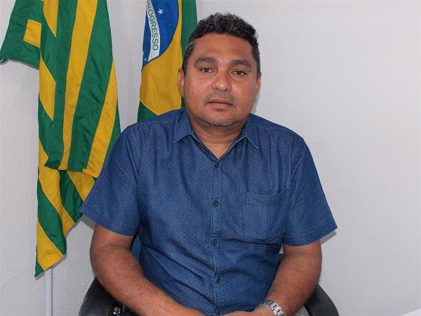 Prata do Piauí | Prefeito Neguim Barbosa assina convênio para implantação do Programa Internet para Todos