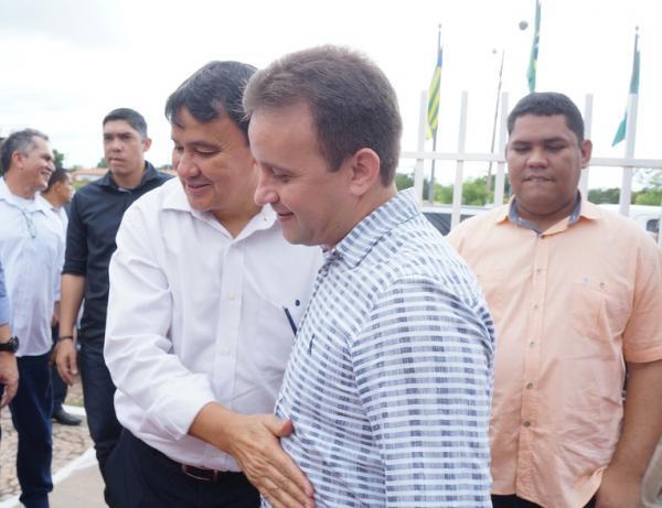 Junior Bill acompanha governador em sua agenda de visitas a várias cidades do Médio Parnaíba