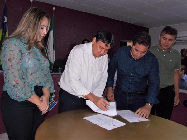 Em visita a Demerval Lobão, W. Dias autoriza obras importantes para o município