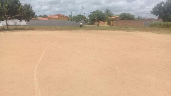 Campos de futebol de várzea recebem ações de recuperação e limpeza