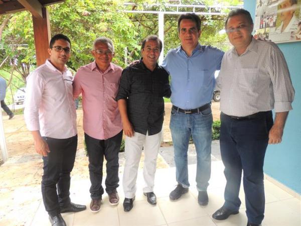 Água Branca | Jonas Moura participa de comitiva do governador e solicita agilidade em projetos e obras para o município