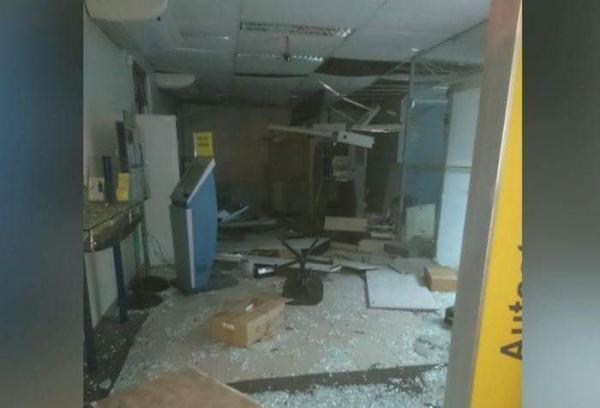 Bandidos fortemente armados explodem agência do Banco do Brasil na cidade de Inhuma