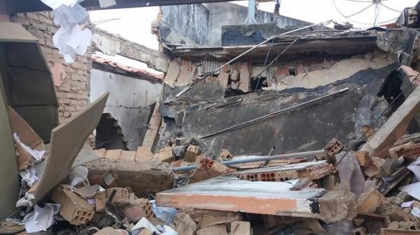 Estacionamento da prefeitura desaba após explosão de banco em assalto no Piauí