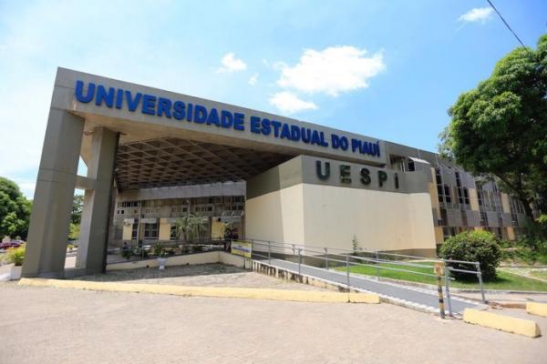 UESPI lança edital com 1.540 vagas para cursos de extensão em línguas para Água Branca e mais 7 municípios