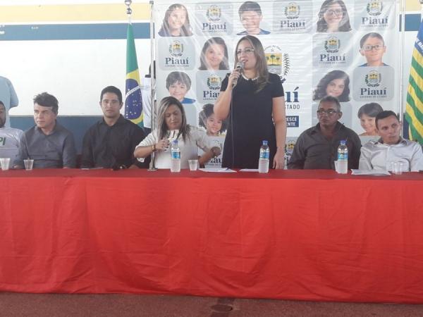 Secretária Rejane Dias inaugura sede da UAPI em Olho D'Água do Piauí