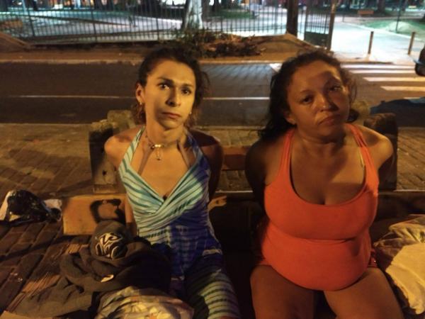 Transexual e mulher são presas com 105 pedras de crack em Teresina