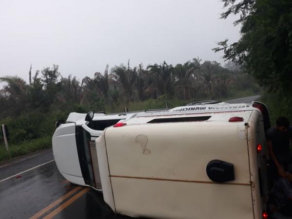 Acidente com ambulância deixa quatro feridos na BR 316 próximo a Monsenhor Gil