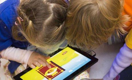 Uma em cada 7 crianças menores de 2 anos  já tem algum equipamento eletrônico, revela estudo